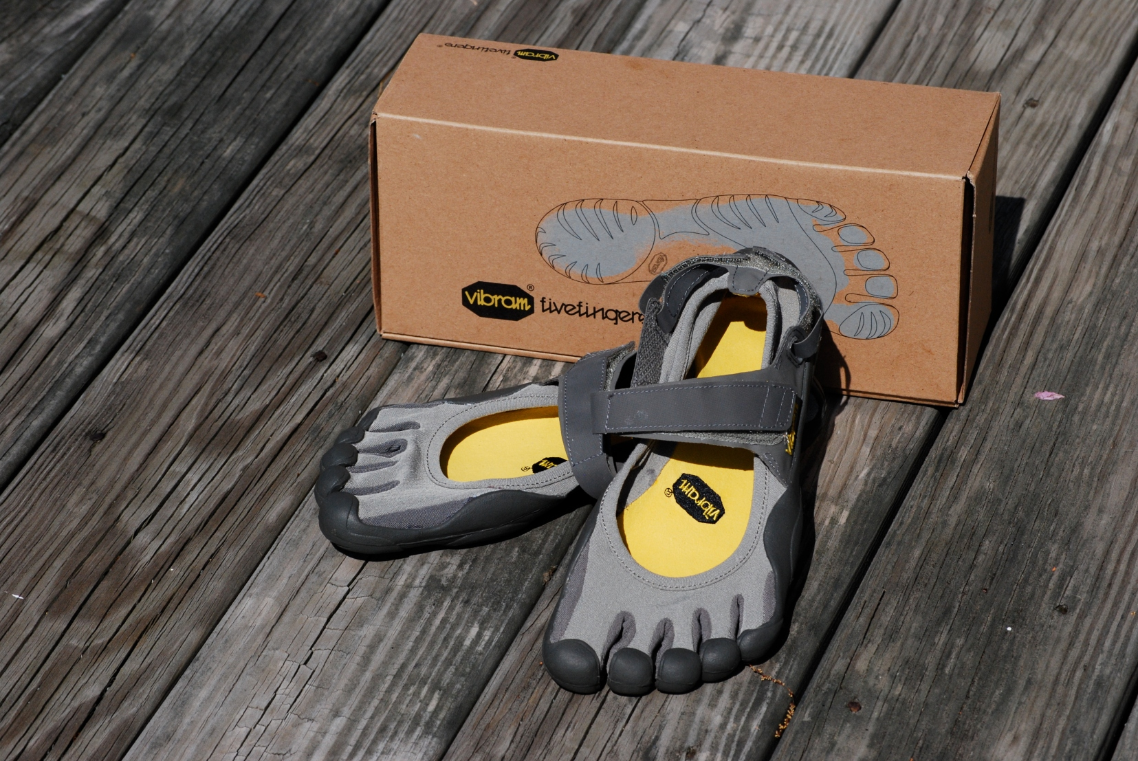 fivefingers_shoes_with_box